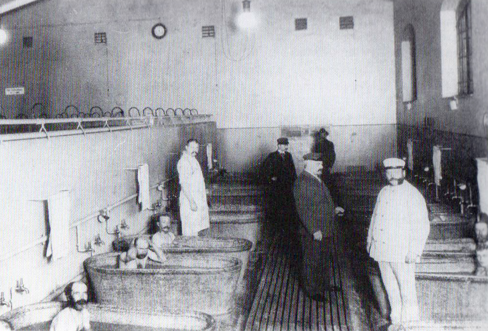 Berliner Obdachlosen Asyl - bath house, homeless shelter